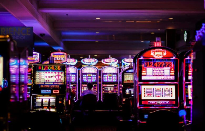 What experiences a player will have by playing online slot games?